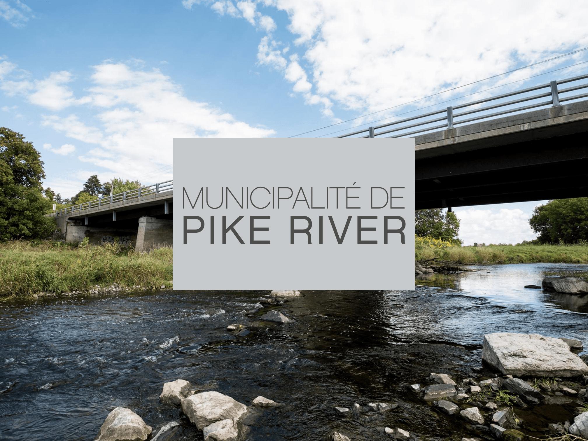 Pont en pierres surplomblant une rivière