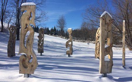 Oeuvre d'art dans le Parc culturel recouvert de neige