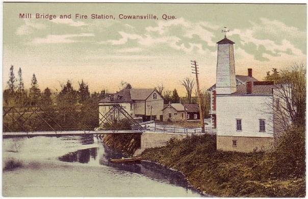 Photo d'archive de pont Mill et de la caserne de pompier
