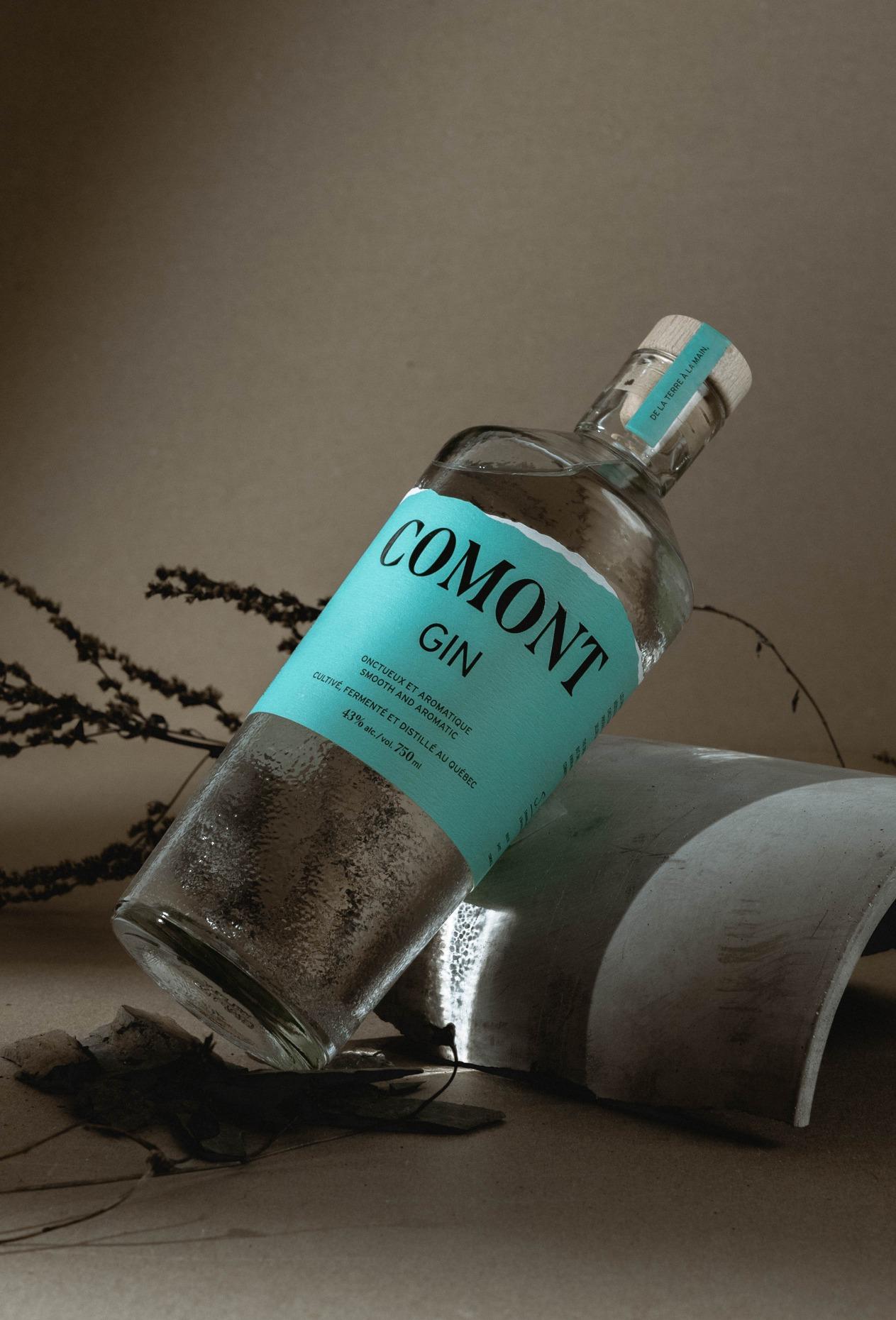 Photo commerciale d'une bouteille de Gin Comont